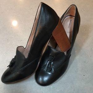 Lands' End oxford leather tassel heels. Sz 8.